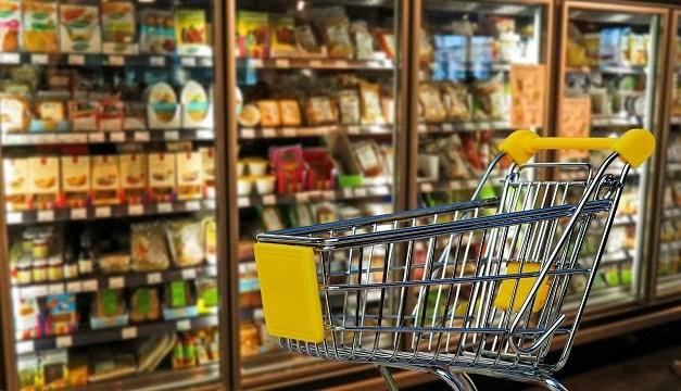 Procon descarta 150 kg de alimentos em padarias e mercados