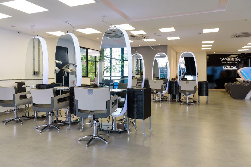 Degradée: Salão com móveis de fácil remoção do local