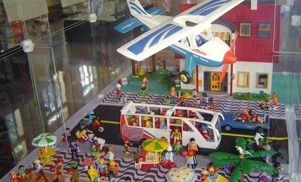 """Exposição com bonecos Playmobil entra na programação do """"Verão no RioZoo"""""""