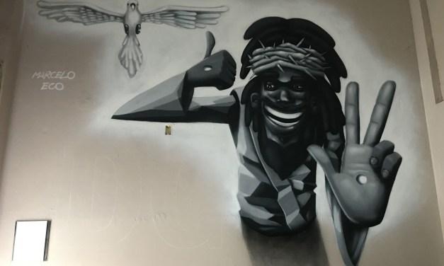 Marcelo Eco faz grafite em Bar da Gema, na Tijuca