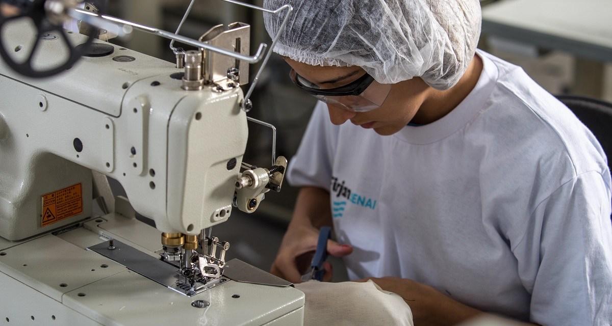 Sindicatos da indústria oferecem vagas gratuitas em cursos da Firjan SENAI