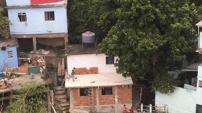 Drones são usados por moradores da Tijuca para denunciar aumento de nova favela