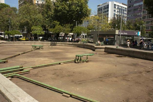 A praça Saenz Peña inspira cuidados