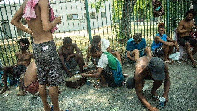 Cracolândia da Uerj cresce e toma canteiros e calçadas do Maracanã