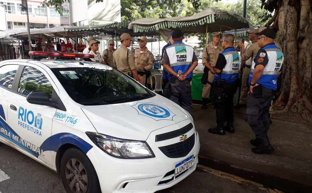 Ação especial de ordenamento da Prefeitura do Rio realiza ação na Saens Peña