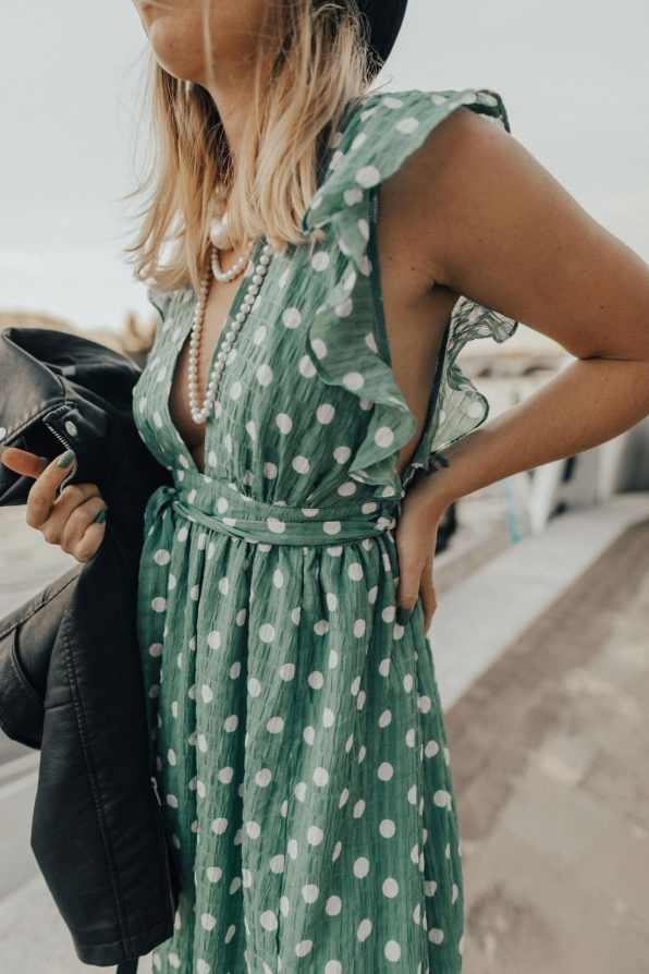 uk-glamorous-polka-dot-dress-street-style-13