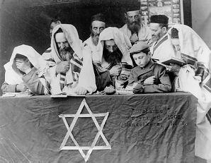 Jews in prayer on Yom Kippur