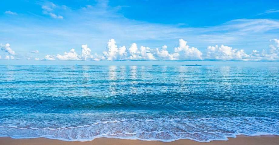 guam-beautiful-tropical-beach-sea-ocean-with-white-cloud-blue-sky-copyspace