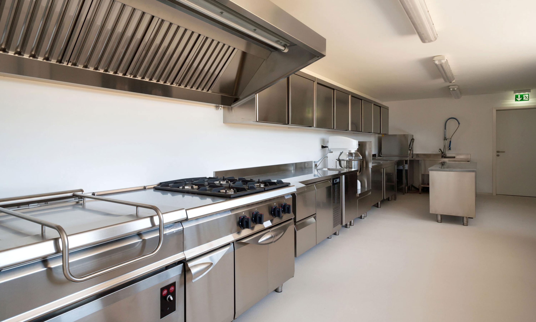 Decorative Quartz Broadcast Floor in Kitchen