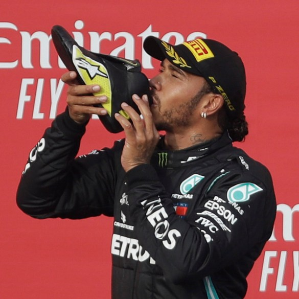 Lewis Hamilton signs £40m-a-year Mercedes contract