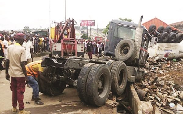 Truck loses control and plows into Bode market, Ibadan Oyo State