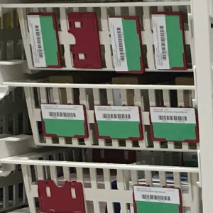 Label holder for high density trays and baskets
