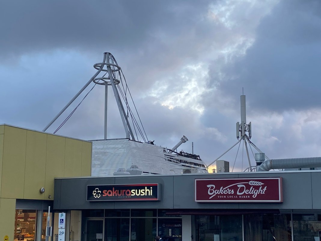 adelaide-news-mobile-tower-fall-on-the-roof-on-coles-because-of-strong-winds