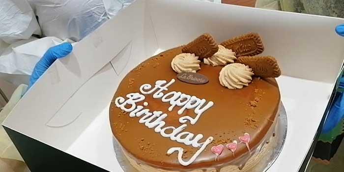 uae-hospital-surprises-nurse-with-birthday-cake