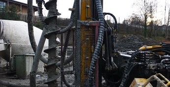 Piling ring with no fall protection or gaurds