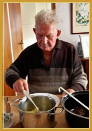 velho_cozinhando