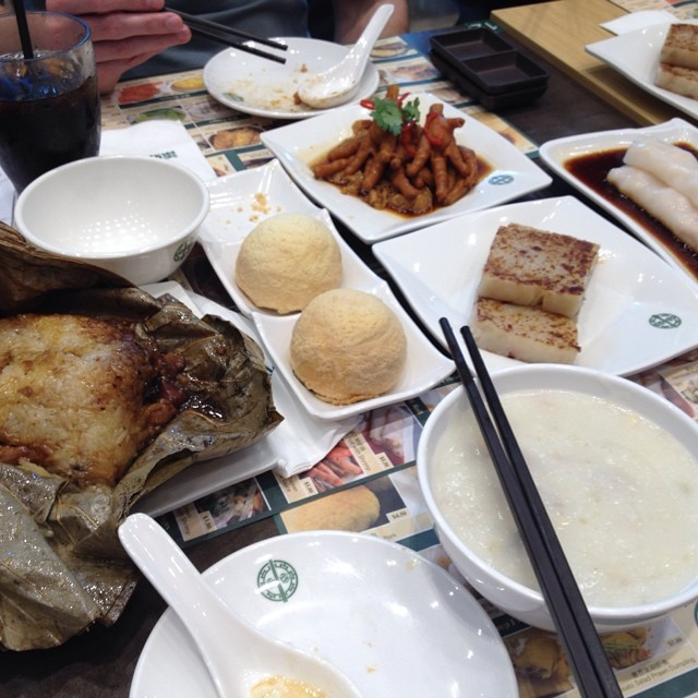 Tim Ho Wan opened its stores in Singapore, and we managed to get in pretty quick. It was SO good!