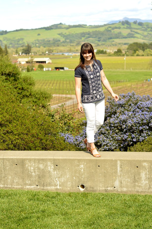 Wine Tasting Outfit - White jeans, tunic top, leather sandals // Nattie on the Road