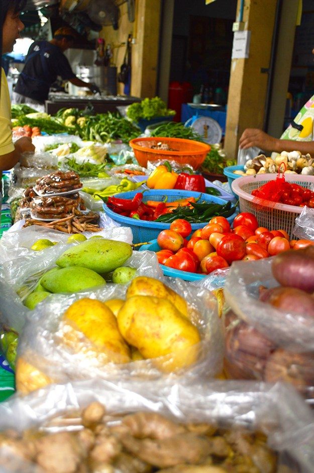Save money traveling by buying fresh produce from local markets // Nattie on the Road