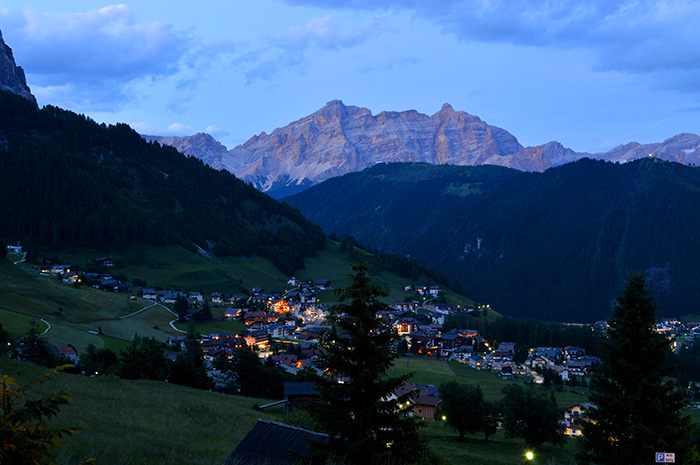 Colfosco at night, Dolomites, Italy // Nattie on the Road