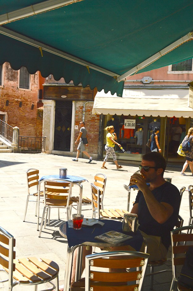 Find the best places to eat in Venice just by wandering away from the crowds // Nattie on the Road