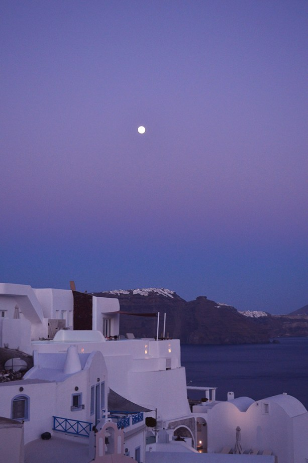 Santorini Moon Rise // Nattie on the Road