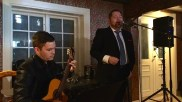 Musikk ved Robert Juvik (sang) og Thomas Valeur (gitar). (Foto: May Lis Ruus)