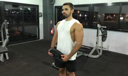 Exercice musculation: Elévation frontale avec disque