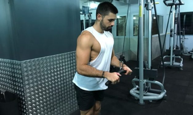 Exercice musculation: Extension Triceps à la poulie haute