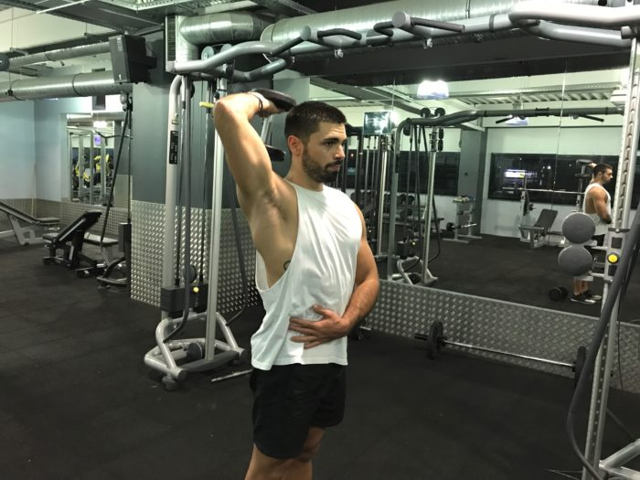 exercice-musculation-extension-triceps-unilatérale-haltères