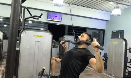Exercice musculation: Tirage poitrine