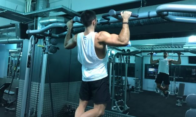 Exercice musculation: Tractions