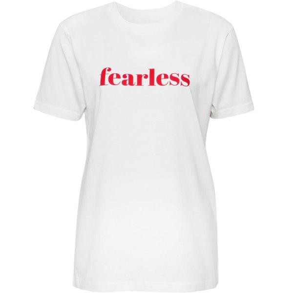 Weisses T-Shirt mit Aufdruck Fearless in rot von Natural Born Yogi.