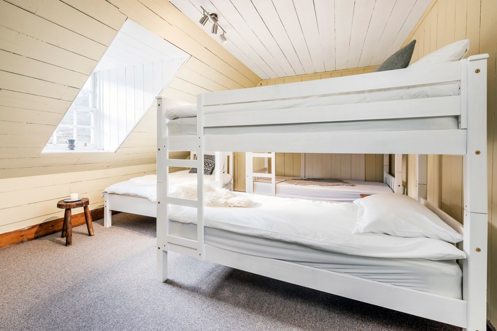 Deanich Lodge bunkbeds ©Pete Helme Photography