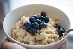 IBS foods to avoid: Image of bowl of oatmeal