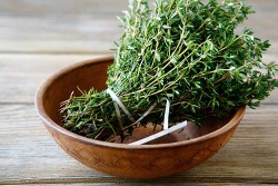 10 health benefits of thyme