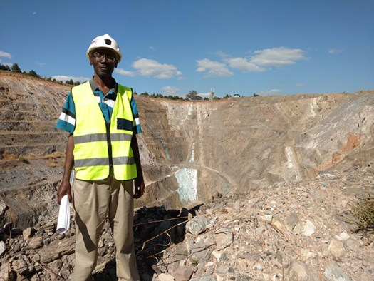 Quarry and guide
