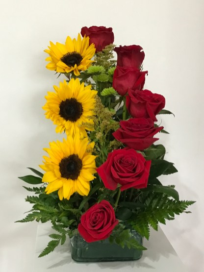 LVRE013-Red roses and sun flowersSpecial: $75.00