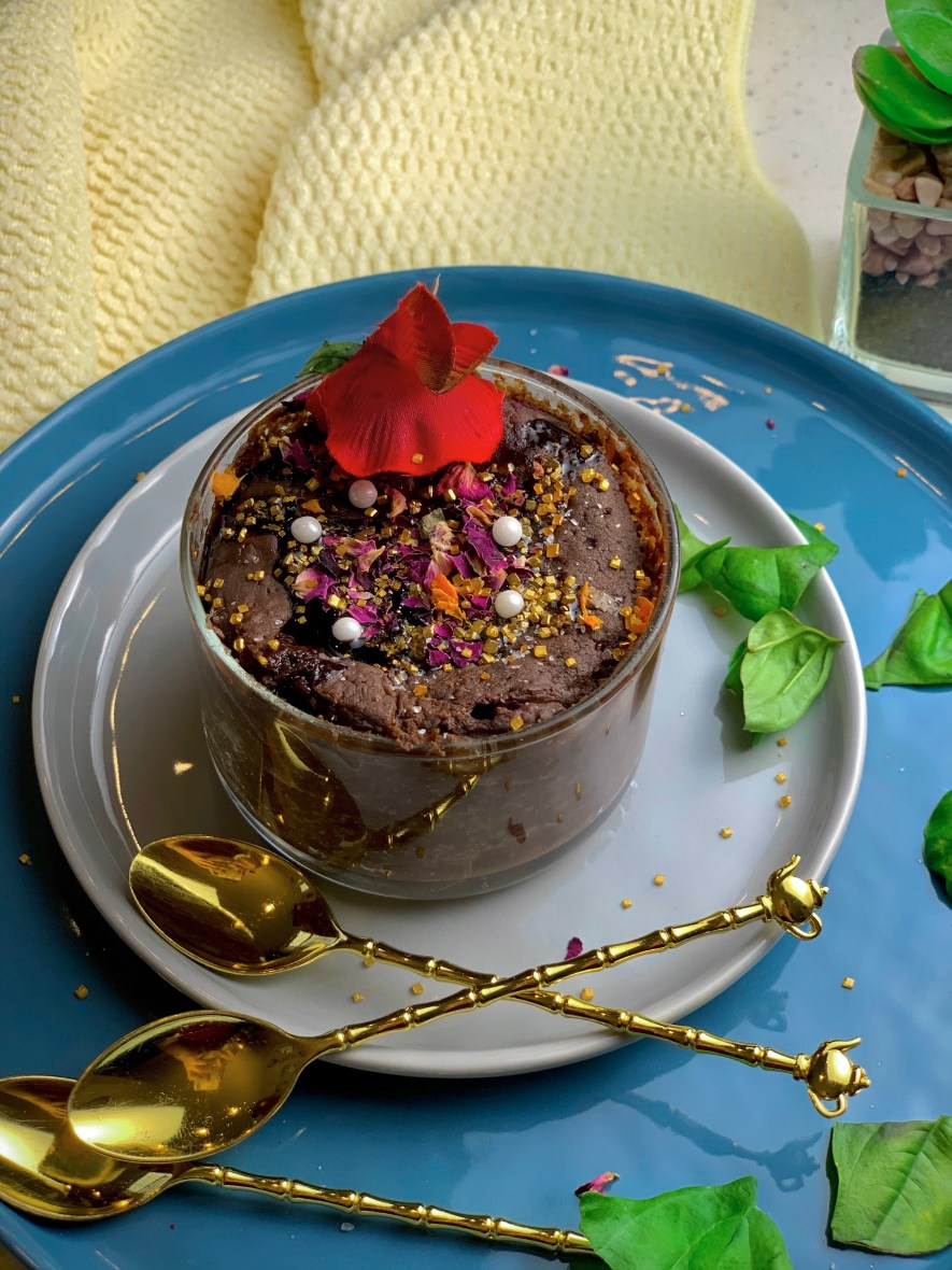 Perfect for those sweet-tooth cravings, this One Minute Chocolate Mug Cake is the dessert of your dreams! With a decadent dark chocolate flavor that comes together in just a few minutes, there's no easier cake to snack on!