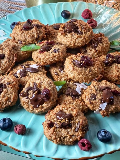 Peanut Butter Chocolate Oatmeal Cookies - perfect as a healthy dessert or snack, these cookies are rich in nutrition and flavor! Savor the protein-rich peanut butter, antioxidant-full cranberries, and fiber-filled bananas with a cool glass of milk!