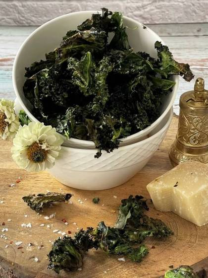 Baked Garlic Kale Chips