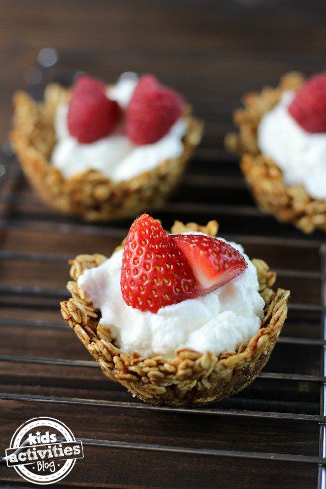 Oatmeal Yogurt Cups - 25 Fabulous Oatmeal Recipes   Naturally Stellar