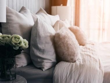 8 Tips to Creating a Cozy Sleep Space | Naturally Stellar https://naturallystellar.com