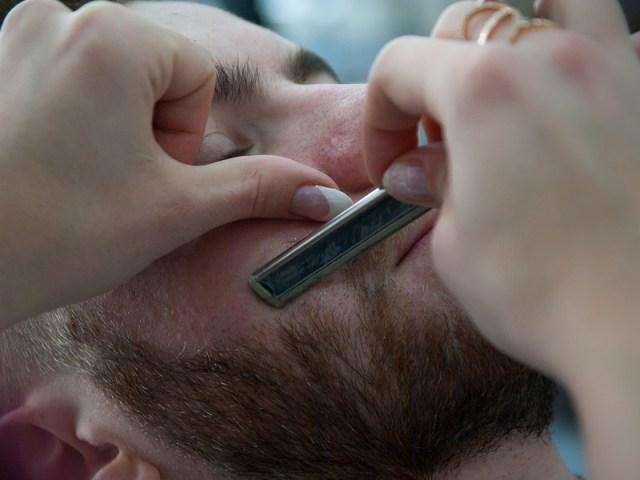 Mencukur Rambut di Wajah