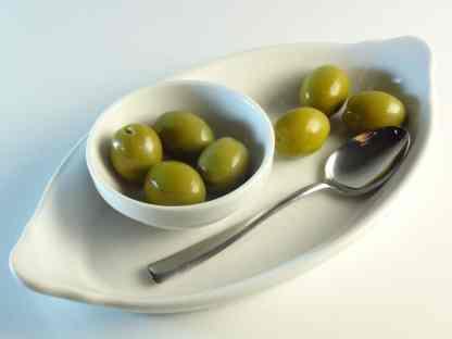 Зелені оливки з кісточкою в морській солі ПЕТ-пакетик 560г калибр Giants 141-160 70571