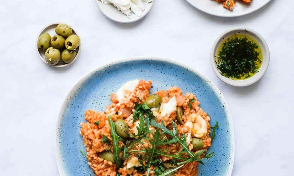 Помидоры, моцарелла и оливковый пикантный рис