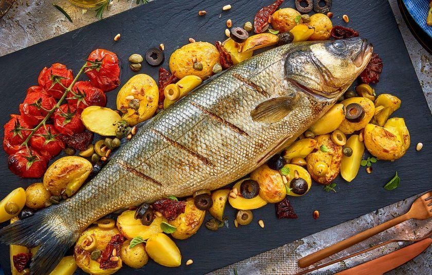 Рецепт с оливками: запеченный морской лещ с натуральными оливками