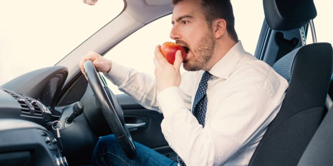 What to Eat While Traveling in a Car