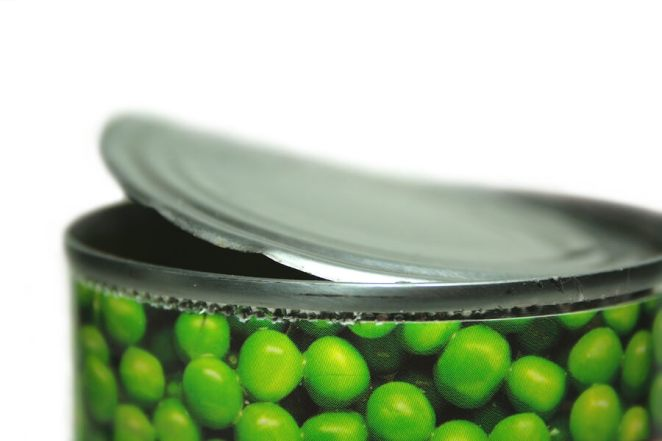 Open cans of peas canned food