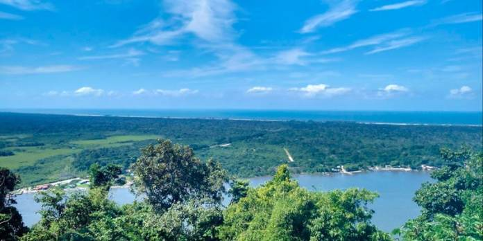 Morro São João Batista e a Trilha do Mirante em Cananéia foto